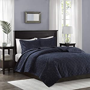 Madison Park Harper Velvet King/Cal King Size Quilt Bedding Set - Navy, Geometric – 3 Piece Bedding Quilt Coverlets – Velvet with 90% Cotton Filling Bed Quilts Quilted Coverlet