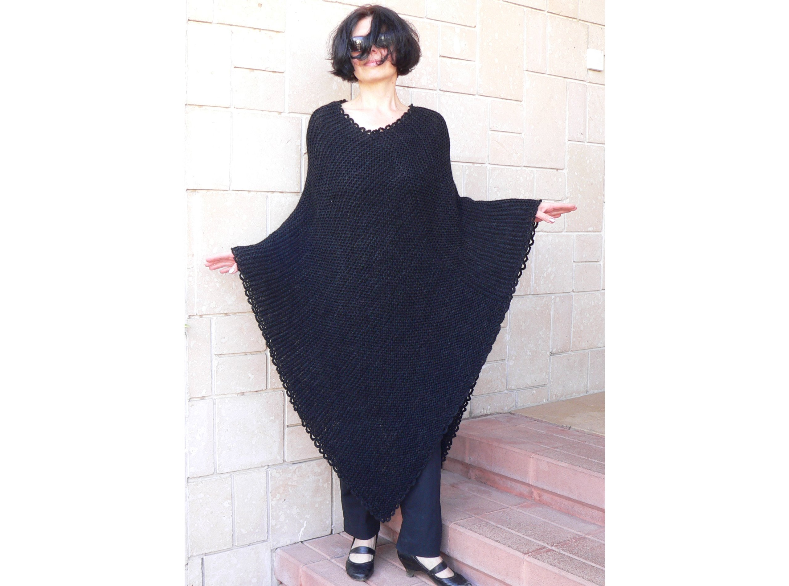 Women black bulky poncho