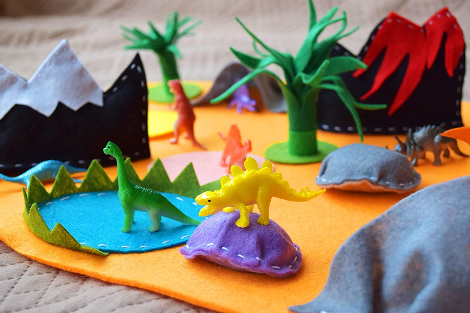 Dino Felt Play Mat with 10 Dinosaurs Playscapes for Kids Travel Toy Toddler Activity Montessori Waldorf Play Set Imaginative Educational