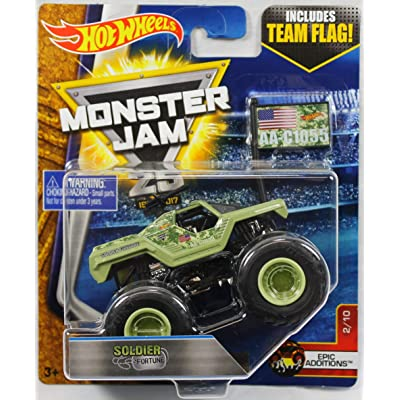 Hot Wheels Monster Jam Soldier Fortune (with Team Flag) 1:64 Scale: Toys & Games