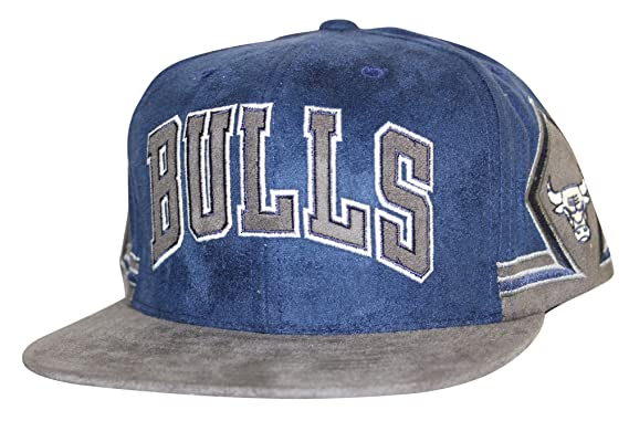 90a1fe7fda765 Image Unavailable. Image not available for. Colour  Mitchell   Ness Men s NBA  Chicago Bulls Arched Wordmark Faux Suede Snapback Hat