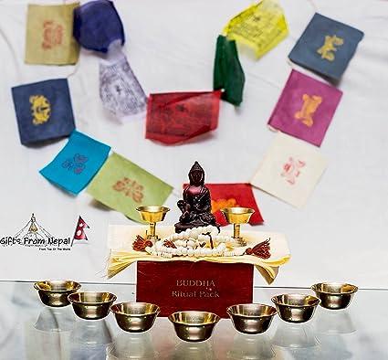 Ritual caja que contiene khadga, oración bandera, asta Mangala, Rosario y otros artículos