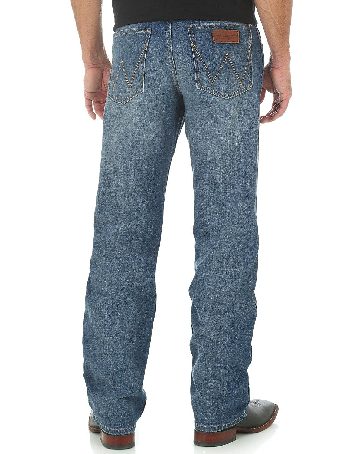 d8fae7a1 Wrangler Men's Retro Relaxed Fit Straight-Leg Jean at Amazon Men's Clothing  store: