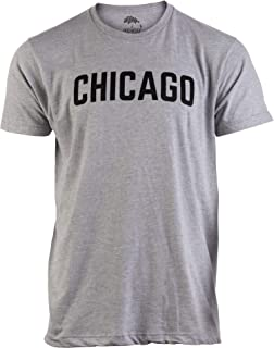 Amazon.com: Chicago cursiva minimalista camisa: Clothing
