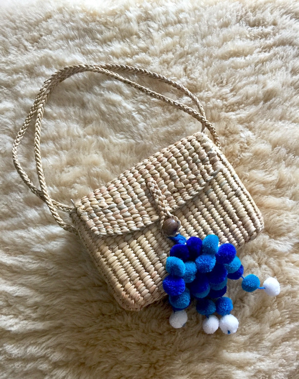 Pom Pom Crossbody Bag,Straw Shoulder Bag,Straw Crossbody Bag,Summer Straw Tote,Crossbody Straw Tote,Cutest Pom Pom Straw Bag,Straw Basket Purse