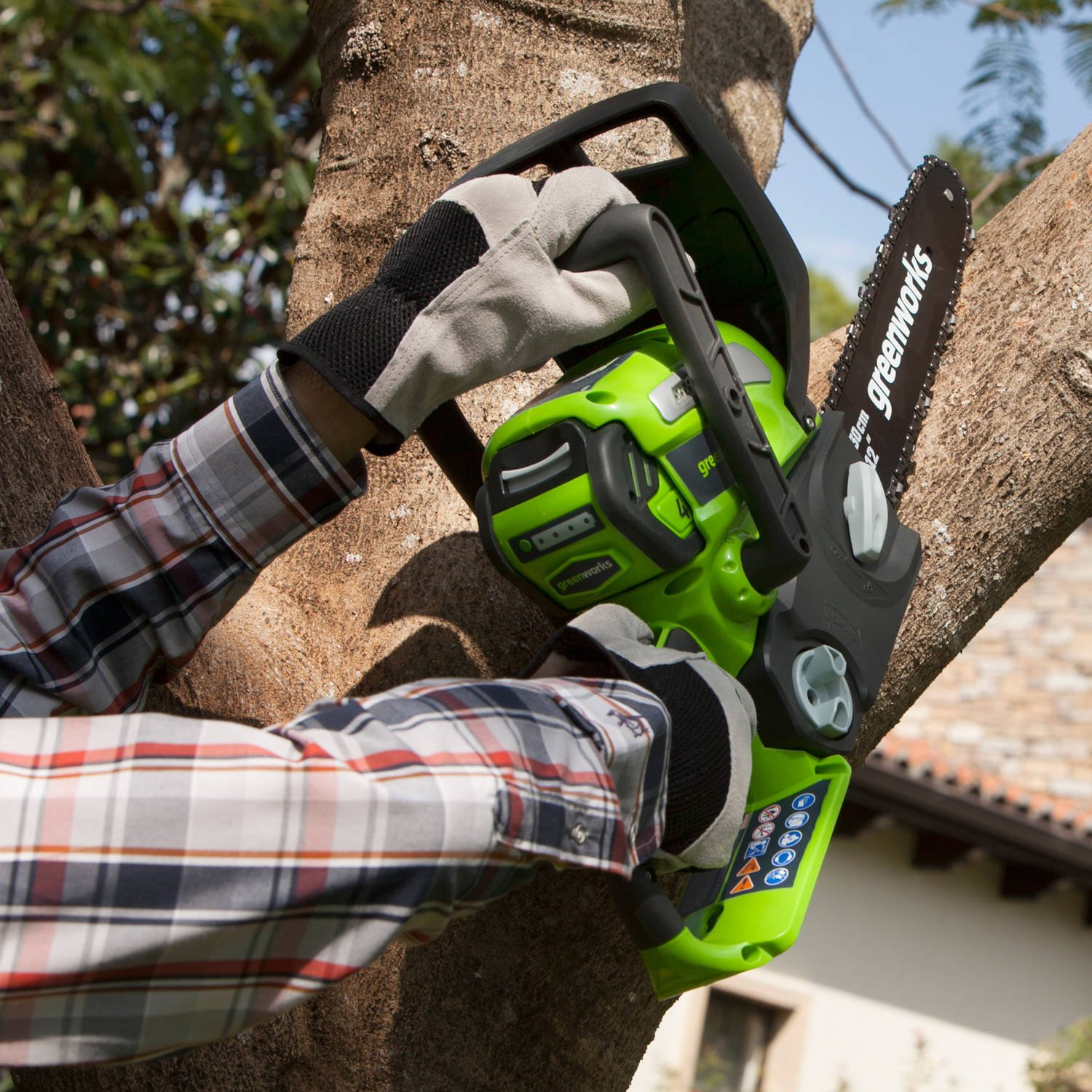 GreenWorks 2000219 40V 12'' Cordless Chainsaw, Includes Battery and Charger