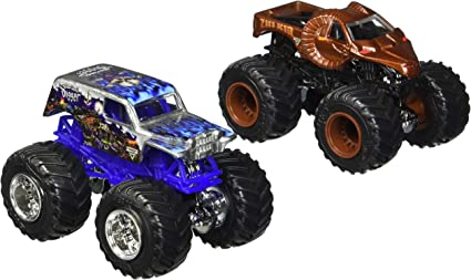 Amazon Com Hot Wheels Monster Jam 2017 Demolition Doubles Son Uva Digger Vs Zombie Hunter 1 64 Scale Toys Games