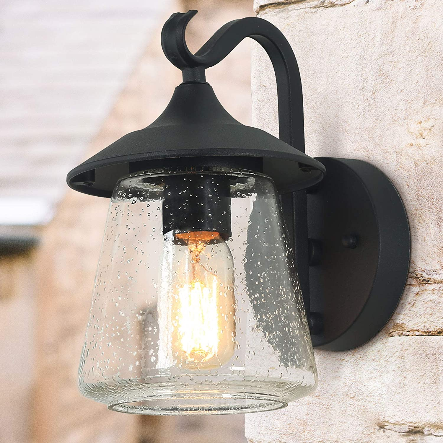 Amazon com log barn outdoor wall light,farmhouse exterior lantern in black with seeded glass for porch barn a03356 1 light light home kitchen