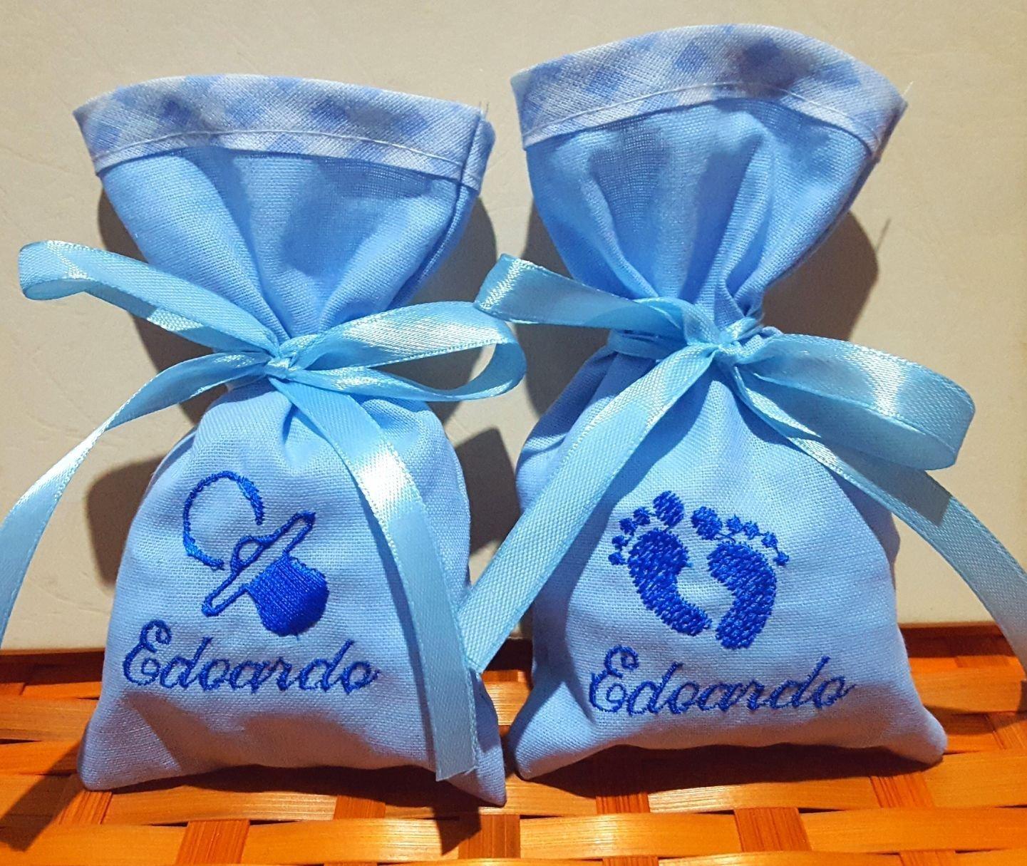 Crociedelizie, Stock 40 sacchetti bomboniere portaconfetti azzurro con ricamo in blu del nome bimbo + piccolo ricamo ciuccio piedini orsetto cicogna nascita battesimo