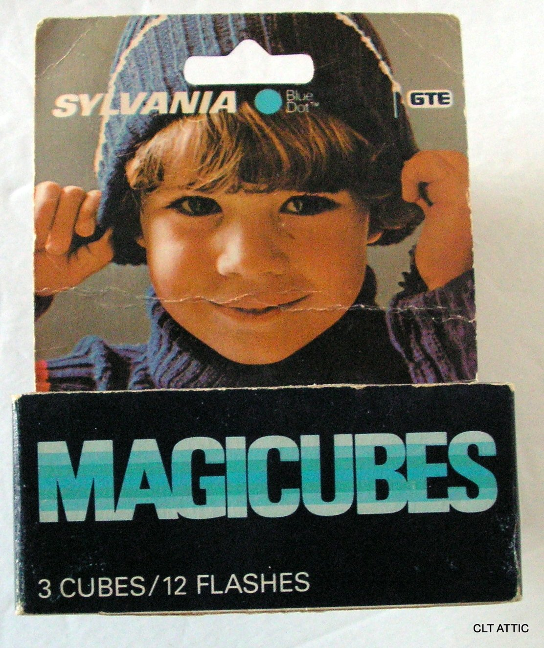 Sylvania Blue Dot MAGICUBES MAGICUBES For X-Pattern Camera Mount Sockets 3 Cubes / 12 Flashes by Sylvania