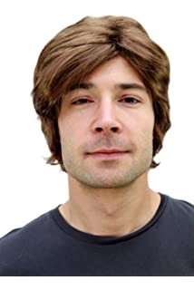 WIG ME UP PW0174-P6 - Peluca marrón para hombre con raya a un lado