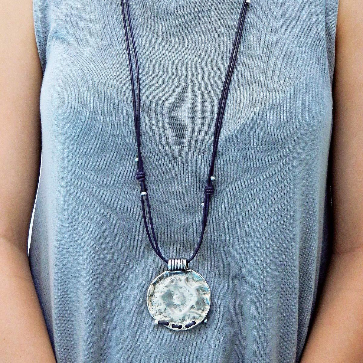 Collar largo hecho a mano de cuero y pieza de zamak por Intendenciajewels - Collar largo mujer - Collar de cuero y zamak - Joyeria artesanal