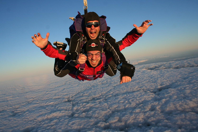 Tandem Fallschirmsprung aus 4200 Metern Höhe und Sekunden 60 Sekunden und Freifall. 96e3de