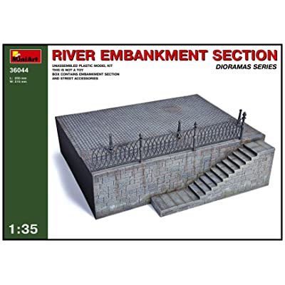1/35 River Embankment Section Diorama Base: Toys & Games