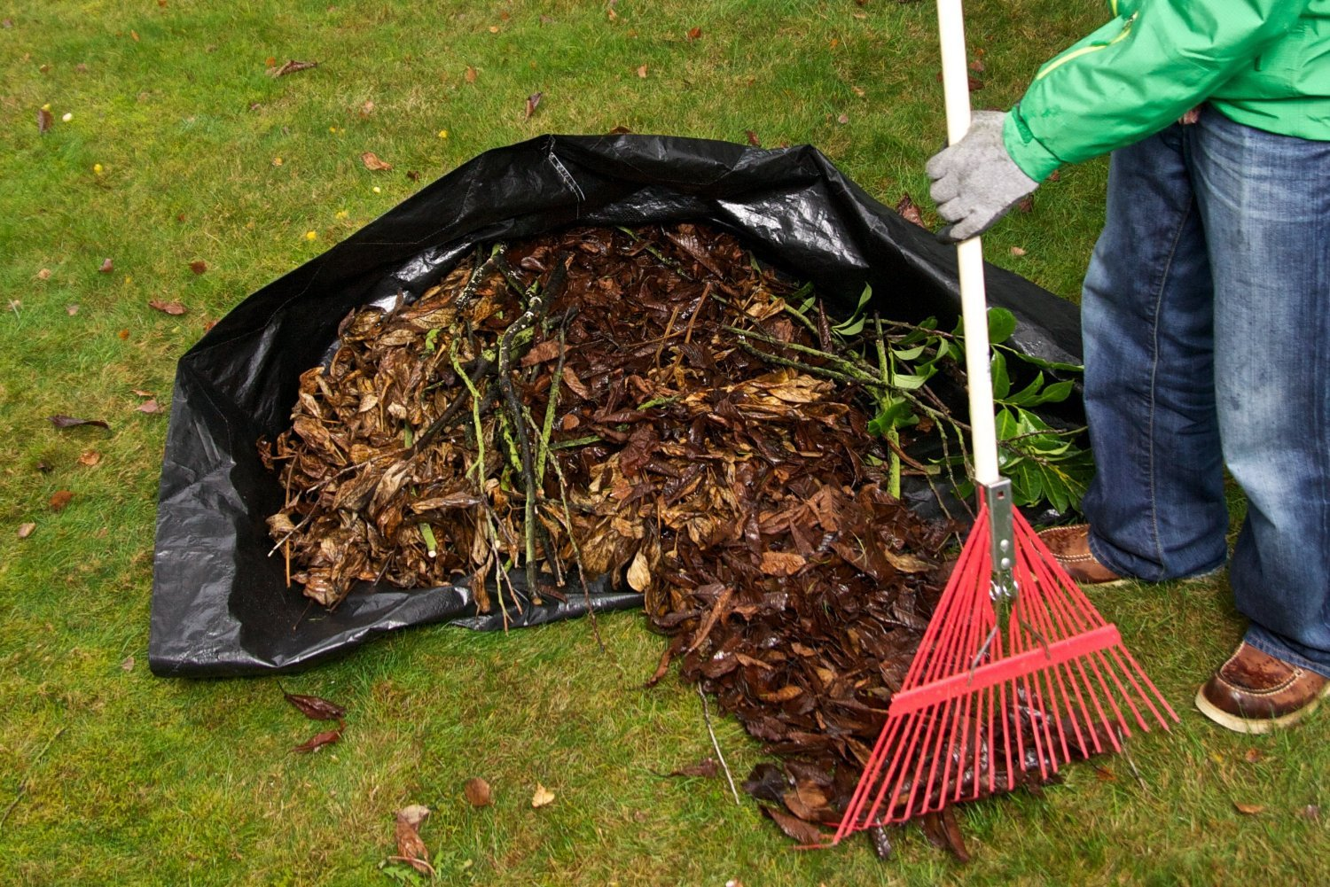 Yard Waste Tarp by Brightwork Innovations, LLC (Image #1)