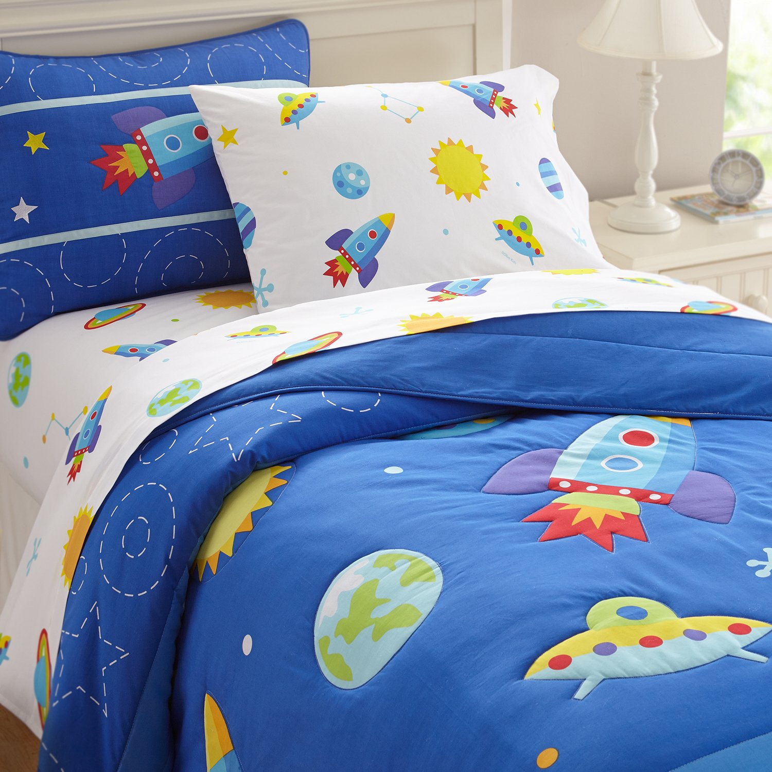 Olive Kids Out of this World Light Weight Full Comforter Set