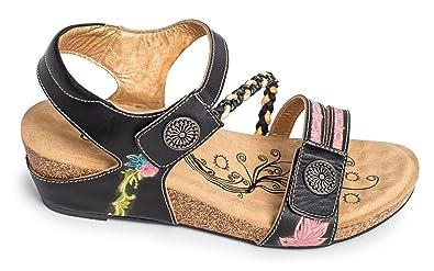 d6355a8cc67c Corkys Women s Petite Sandal (9