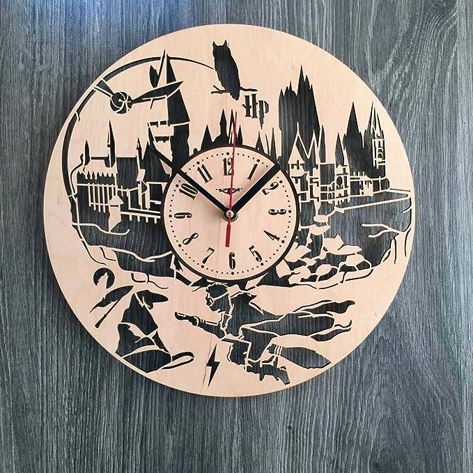 Harry Potter reloj de pared hecho de madera - perfecto y muy bien corte - Decora tu hogar con arte moderno - regalo único para él y para ella - Tamaño 12 ...