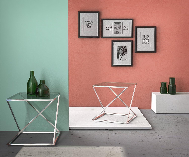 Moderna mesa auxiliar transparente fabricada en materiales de gran calidad y resistencia.