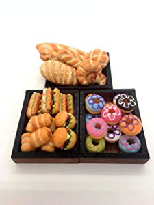 Dollhouse Miniatures Food: Bread is Placed on a Wooden Tray, Little World Collectibles, Dollhouse Bakery, Dollhouse Accessories,Size 1.38 '[3.5 cm.] x 1.77 '[4.5 cm].