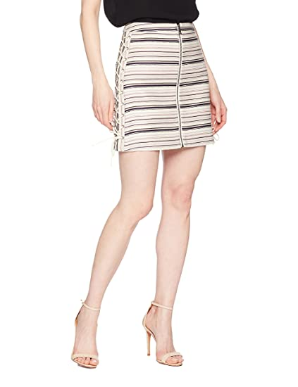 5a75e56c35 BCBGMAXAZRIA Women s Brittany Lace-up Mini Skirt  Amazon.in  Clothing    Accessories