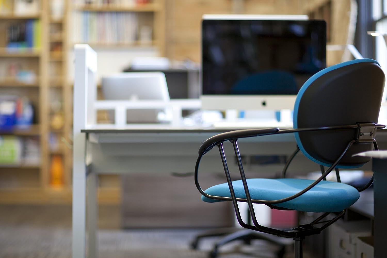 Amazon.com: Turnstone By Steelcase Uno Chair, Black Fabric: Kitchen U0026 Dining