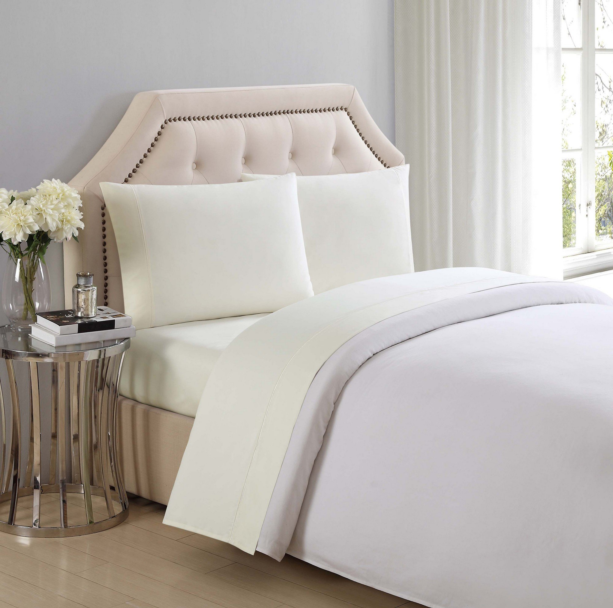 Charisma 310 Thread Count Classic Solid Cotton Sateen King Pillowcase Pair in Sweet Corn