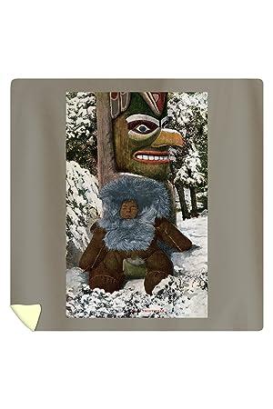 Alaska - esquimal niño que se incluye en un abrigo de piel por un Totem Pole (88 x 88 Reina de microfibra funda de edredón): Amazon.es: Hogar