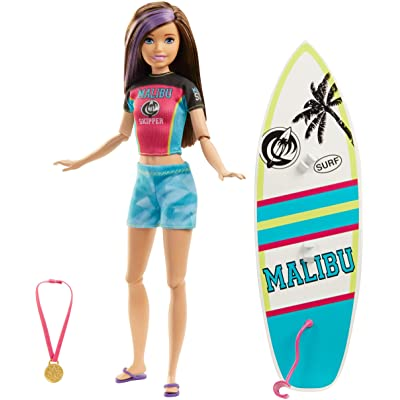 ​Barbie Dreamhouse Adventures Skipper Surf Doll, Approx. 11-Inch in Surfing Fashion, with Surfboard and Accessories, Gift for 3 to 7 Year Olds: Toys & Games