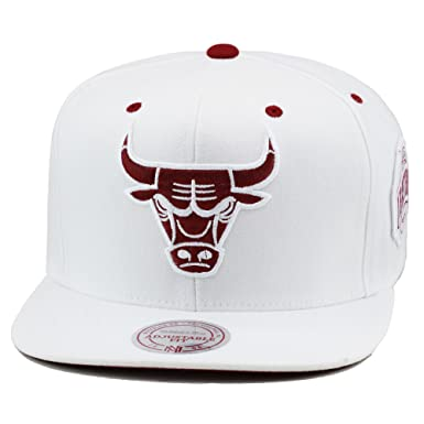 new concept 852e3 46fc5 Mitchell   Ness Chicago Bulls Snapback Hat Cap White Maroon at Amazon Men s  Clothing store