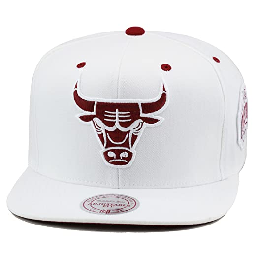 d55e0a2f534 Mitchell   Ness Chicago Bulls Snapback Hat Cap White Maroon at ...