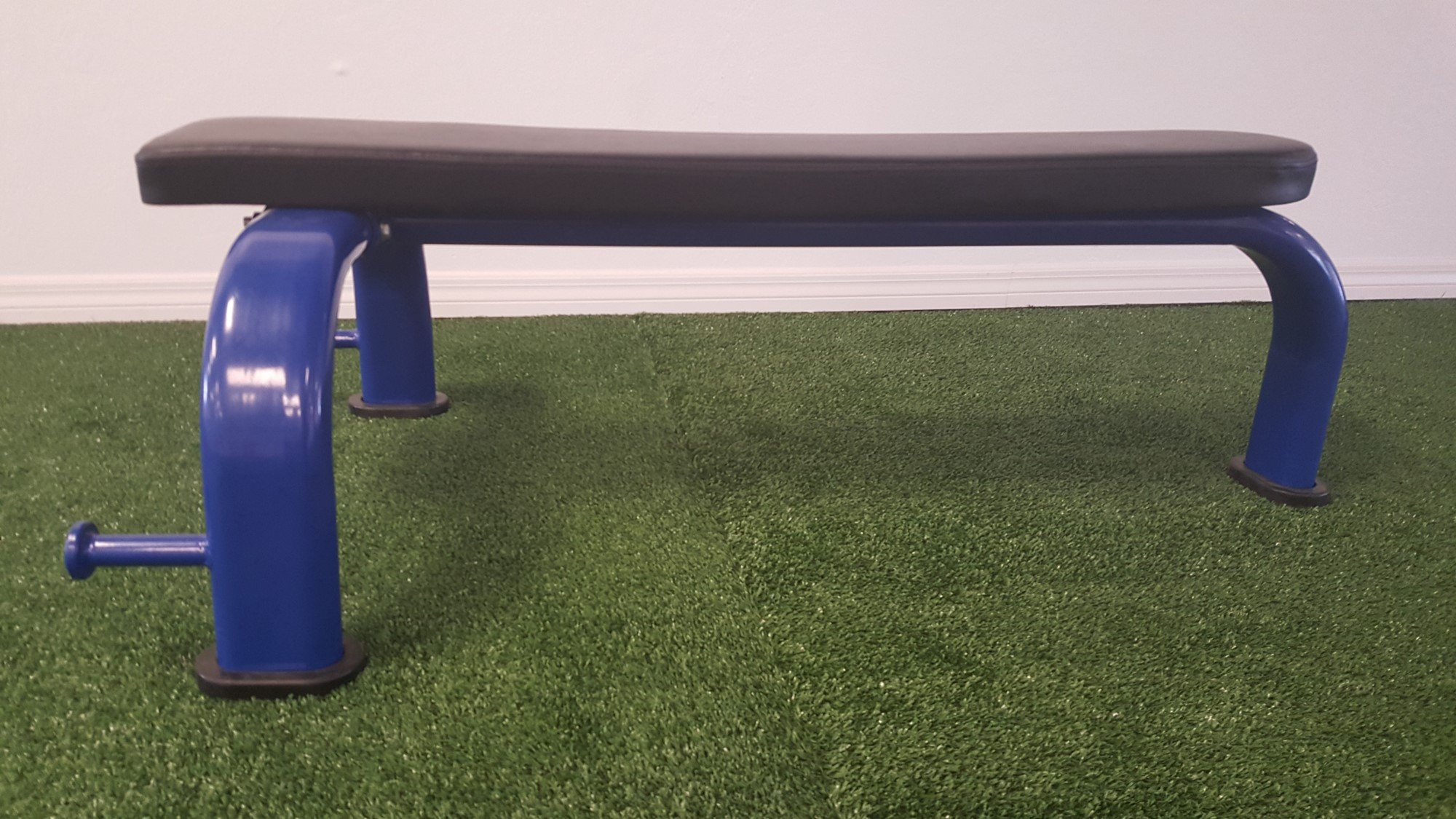 Flat Gym Bench – Commercial Grade with Band Pegs