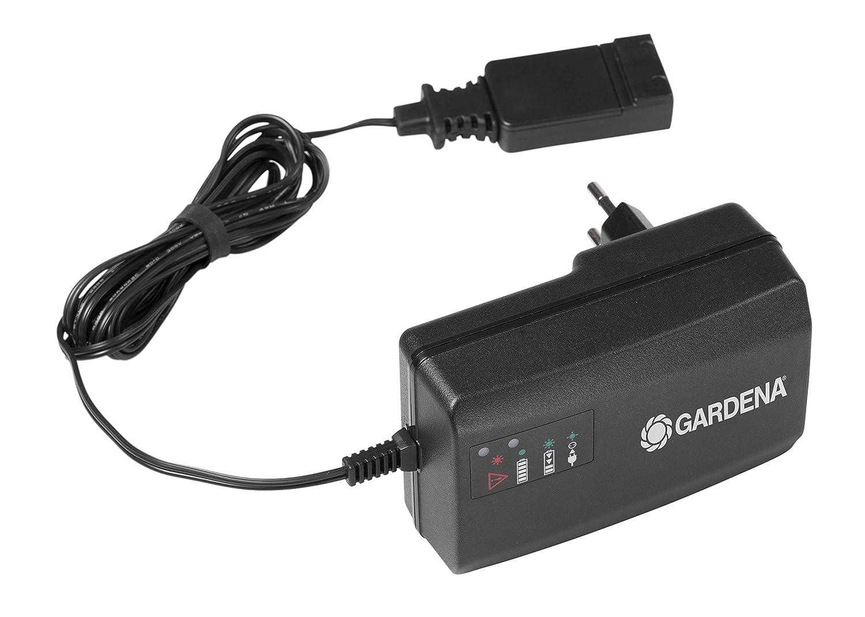 GARDENA Schnell-Ladeger/ät QC18: Zubeh/ör f/ür 18 V GARDENA Akku-Ger/äte 8832-20 l/ädt schneller als ein normales Ladeger/ät LED Statusanzeige f/ür den Akkustand