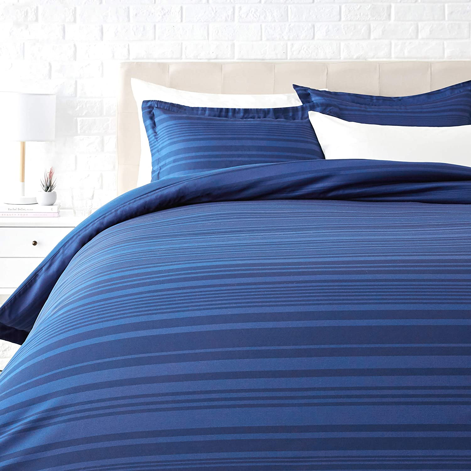 AmazonBasics Light-Weight Microfiber Duvet Cover Set with Zipper Closure - Full/Queen, Blue Calvin Stripe