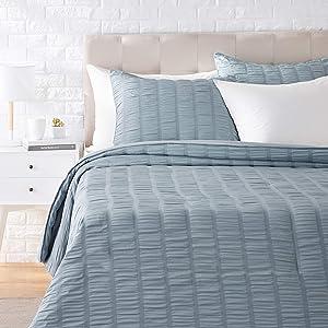 AmazonBasics Seersucker Comforter Set - Premium, Soft, Easy-Wash Microfiber - Full/Queen, Dusty Blue