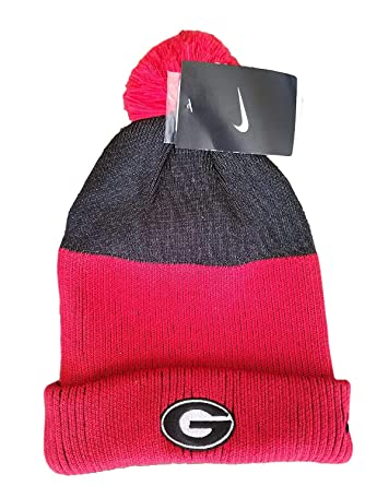 Amazon.com  NIKE Georgia Bulldogs UGA Pom Knit Beanie Cap Hat  Clothing 4b588981aa7