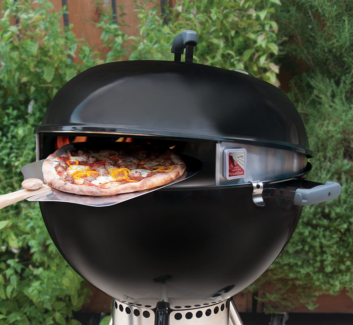 amazon com pizzaque deluxe kettle grill pizza kit for 18