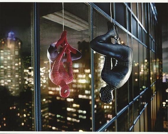 spider man tobey maguire red black spider man hanging upside down