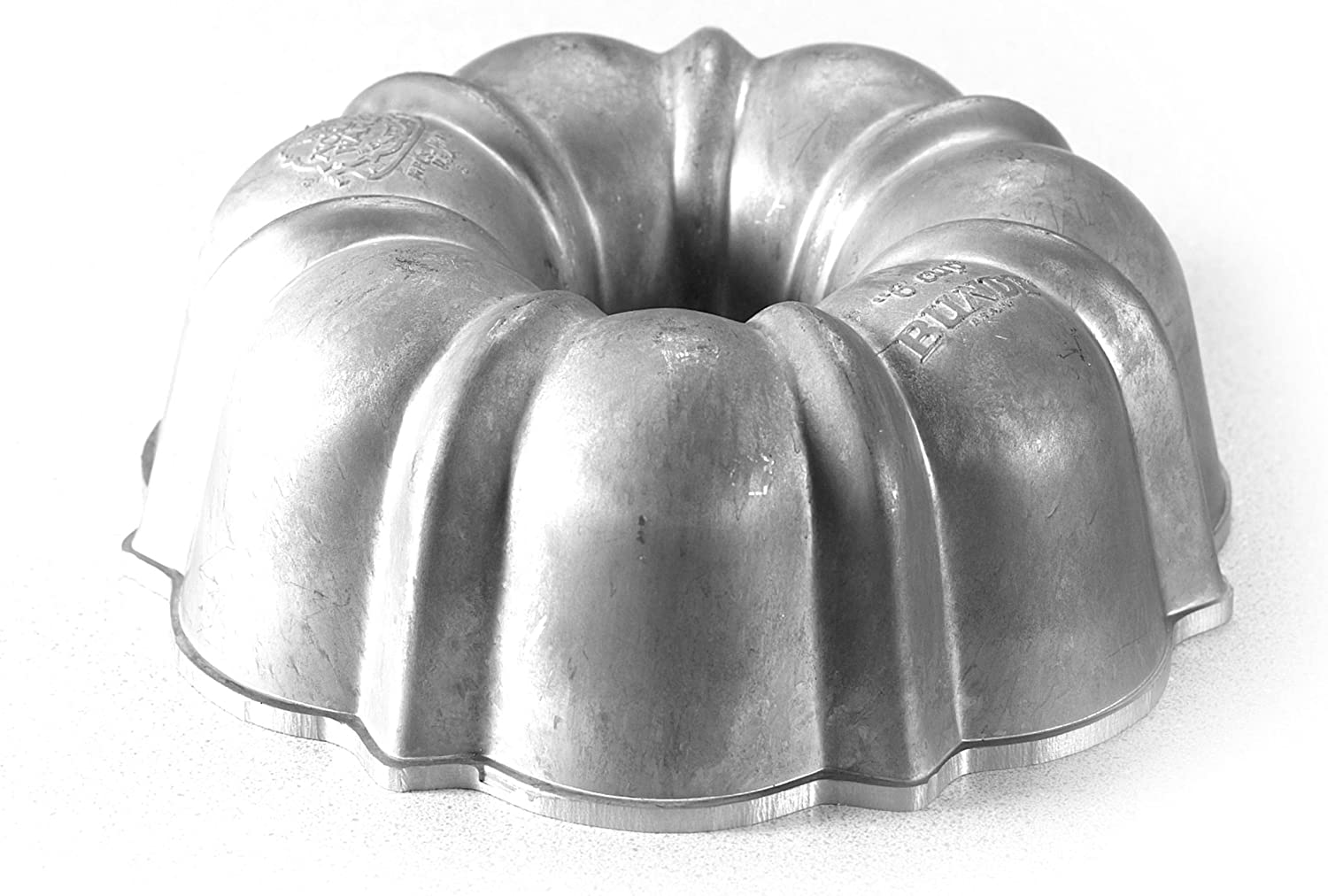 Nordic Ware Commercial Original Bundt Pan with Premium Non-Stick Coating, 6-Cup