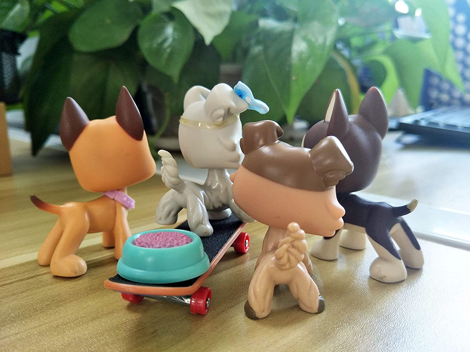 Emilys Doll lps Great Dane Dog #244#817 lps Collie #893#363 Brown and Tan Magnet Foot and Clear Peg with lps Accessories Stakeboard Lot Kids Figures