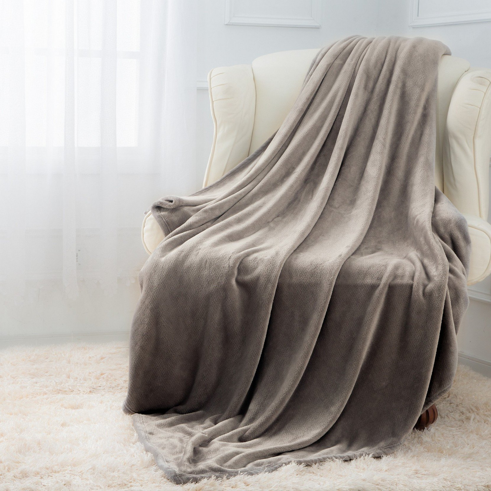 Moonen Flannel Blanket Luxurious Queen Size Lightweight Plush Microfiber Fleece Comfy All Season Super Soft Cozy Blanket for Bed Couch and Gift Blankets (Grey, 90x90 Inches)