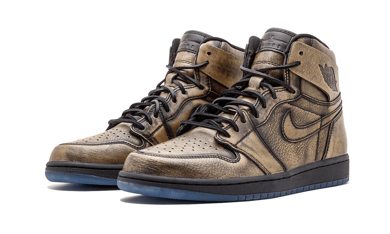 2b958b91817 Amazon.com   Jordan Air 1 Ret High OG Wings - AA2887 035   Basketball