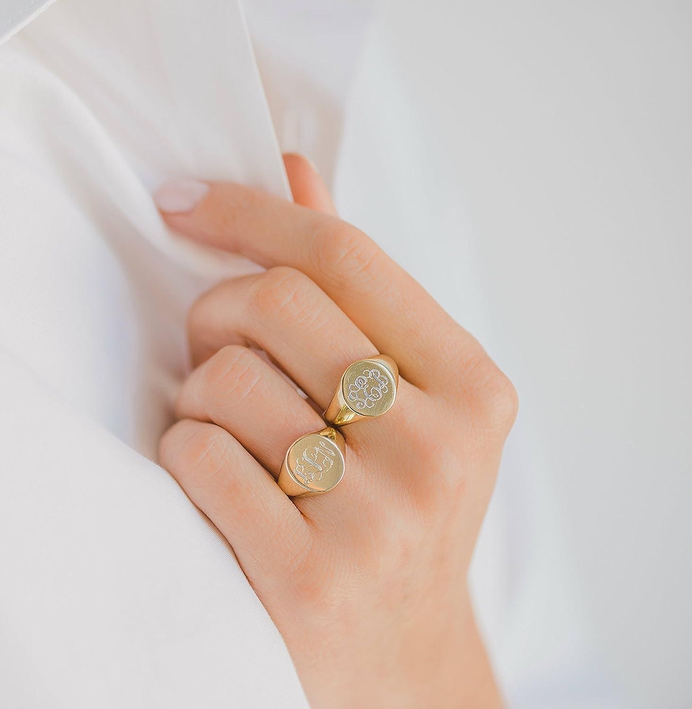 Engraved signet ring