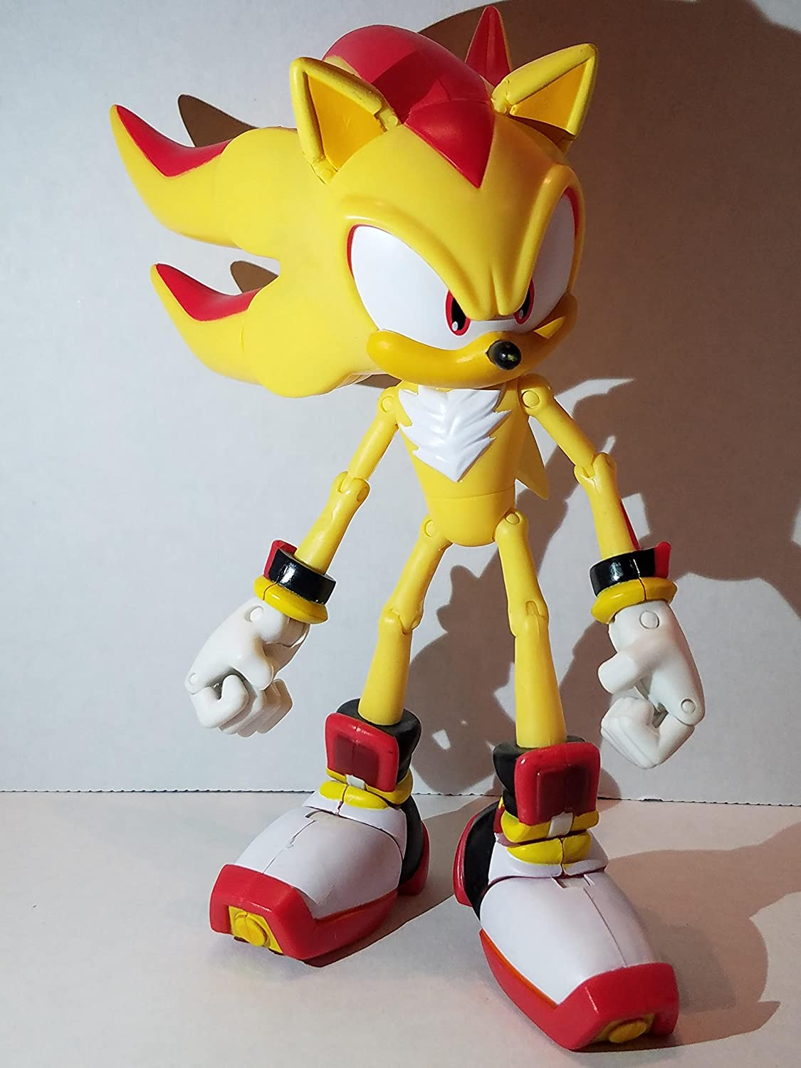 Amazon Com Sonic The Hedgehog Exclusive Action Figure Super Shadow The Hedgehog Over 25 Points Of Articulation Toys Games