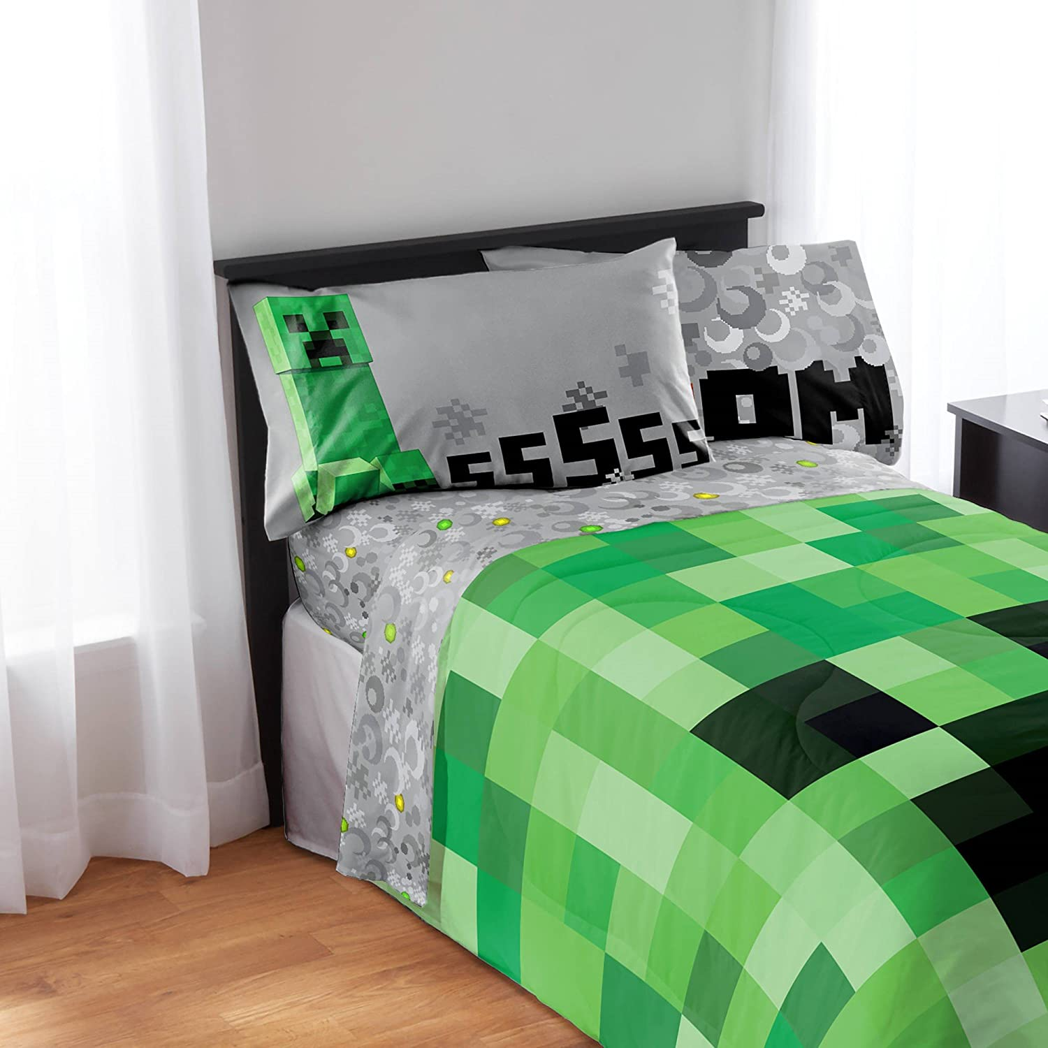 Minecraft 4-Piece Microfiber Sheet Set - Full Jay Franco & Sons Inc.