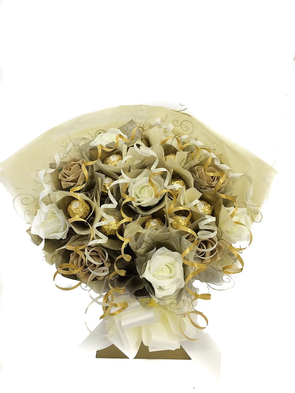 Ramo de flores con bombones Ferrero Rocher (10 bombones), color marfil y dorado Marie Jaynes Gifts