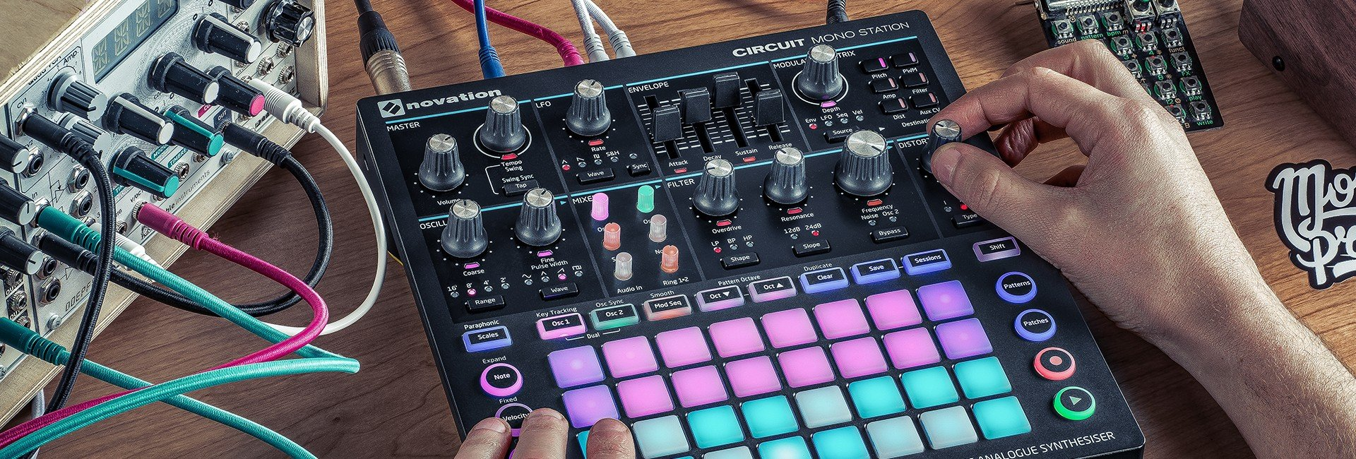 Novation Circuit Mono Station Paraphonic Analog Synthesizer with Ableton Live Lite, DJ Gig Bag and Headphones by Novation