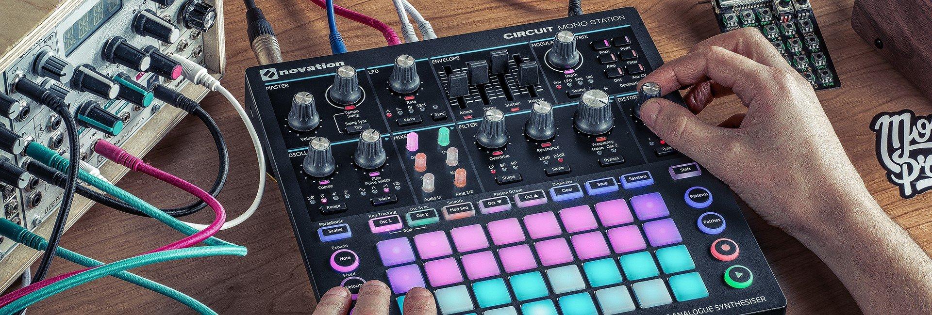 Novation Circuit Mono Station Paraphonic Analog Synthesizer with Ableton Live Lite, DJ Gig Bag and Headphones