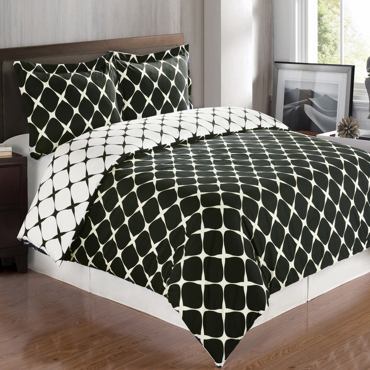 8PC Bloomingdale Black and White Full Size Bed in a Bag set Include: 3pc Duvet Cover Set + 4pc sheet Set+ 1pc Down Alternative Comforter
