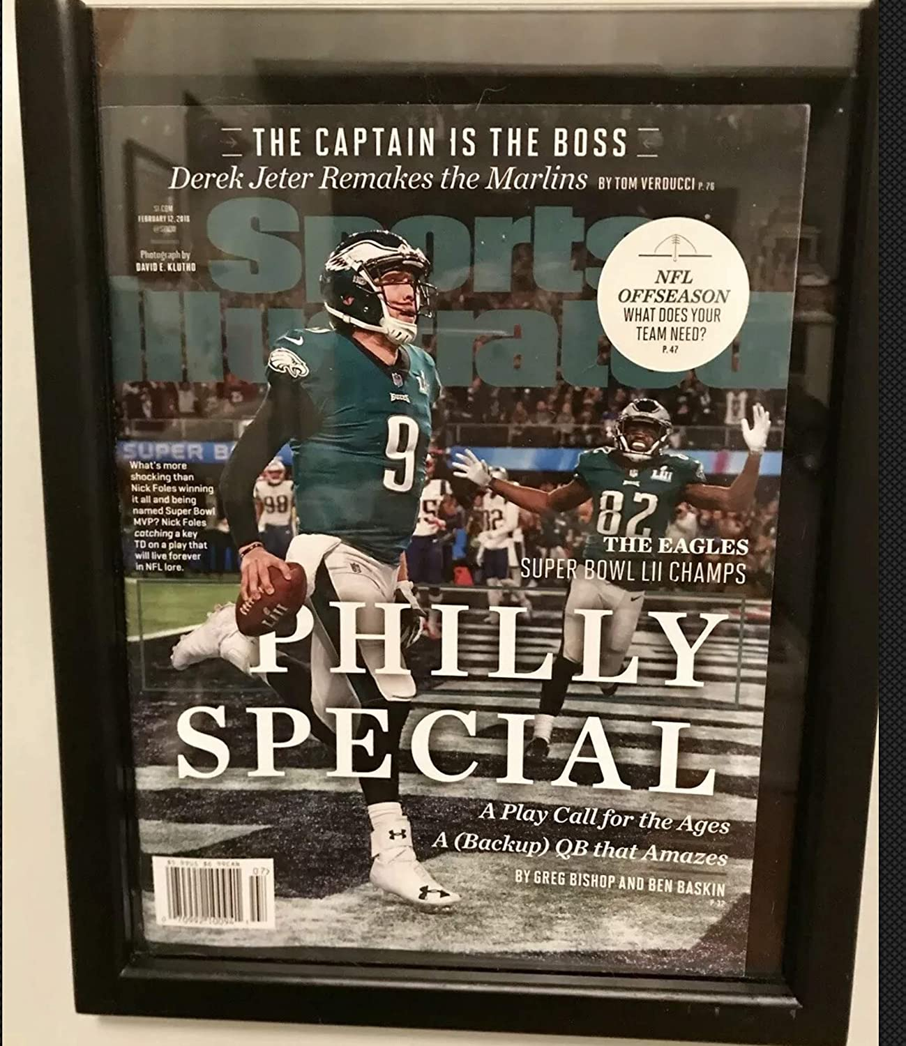 105f0f026ca Amazon.com : Framed Nick Foles Philly Special Championship Sports  Illustrated Autograph Replica Print : Sports & Outdoors